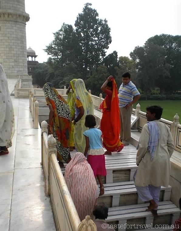 Visitors to Taj Mahal