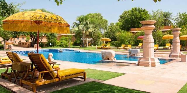 Oberoi Rajvilas pool