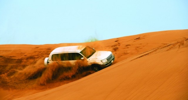 Dune bashing in Dubai