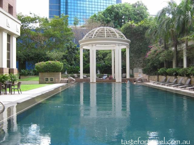 The outdoor pool at Orchard Parksuites