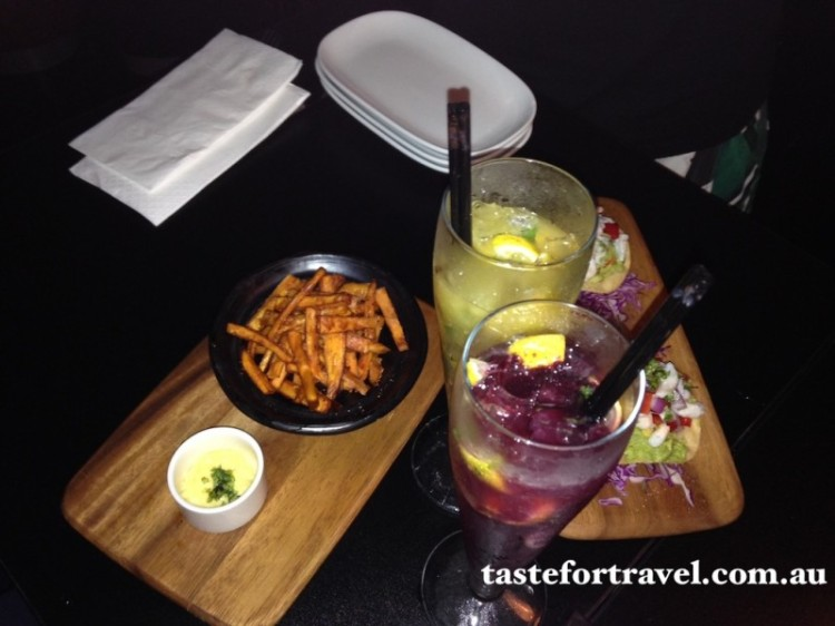 Mojitos and share plates at Onyx Lounge
