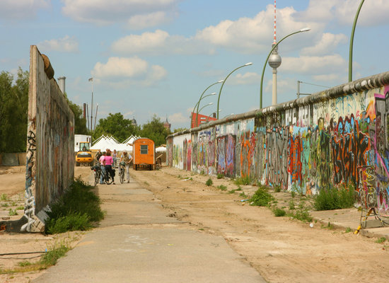 Bike tour along remains of the Berlin Wall