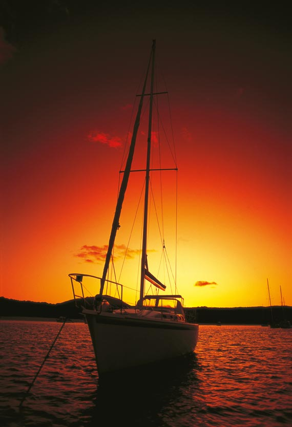 sailing in queensland